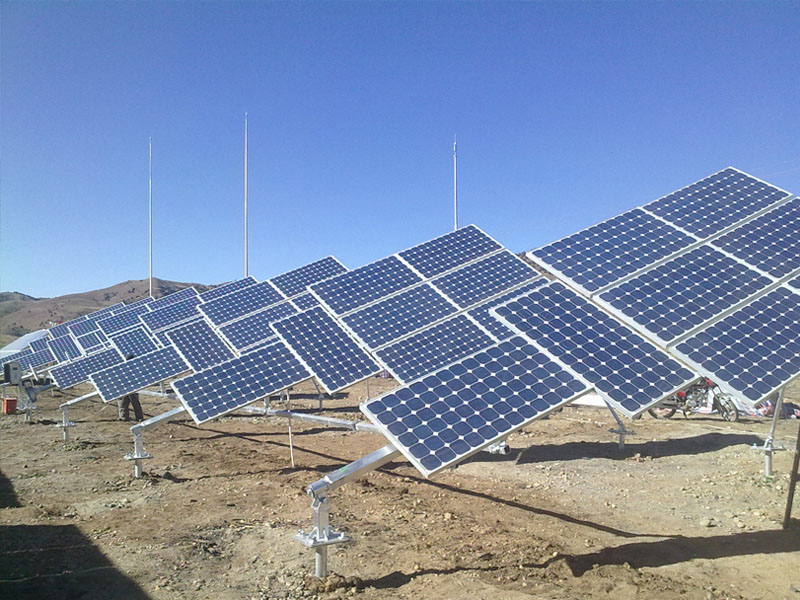 Tilted single axis solar tracker